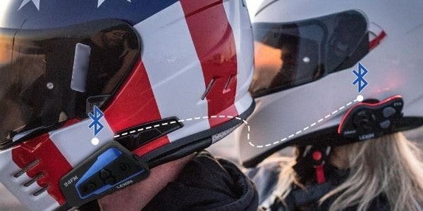 Deux motards connectés avec l'intercom LEXIN LX-B4FM