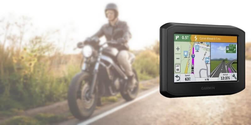 GPS moto Garmin Zumo396 - Un motard qui roule avec sa moto