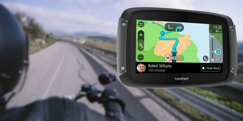 GPS moto Tomtom Rider 50 - Un motard sur la route